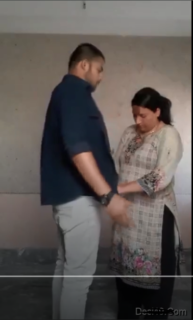 Today Exclusive- Paki Maid Kissing And Blowjob